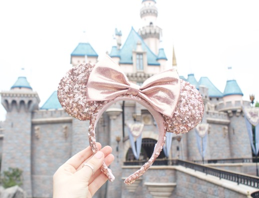 Where-to-Buy-Rose-Gold-Minnie-Mouse-Ears-at-Disneyland-Tips